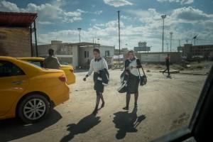 Deux étudiantes sortent de l'université de Kirkouk. Kirkouk, Irak