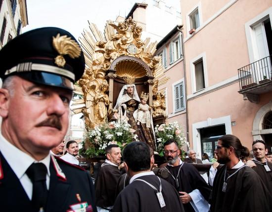 Fête de Noantri, fête de la Madone del Carmine portée en procession à Rome, Italie.